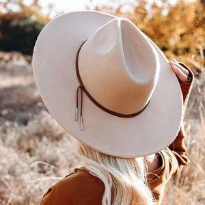 NWT Beige Belted Wide Brimmed Vegan Suede Hat